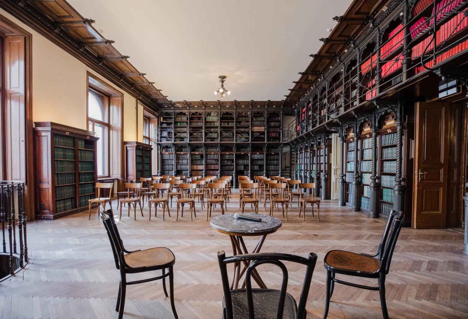 Große Bibliothek im Billrothhaus der Gesellschaft der Ärzte in Wien